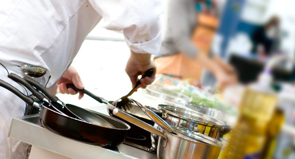 a focus on the career of a professional chef This 200-hour online course covers material and instructional content found in top professional culinary schools, at a fraction of the cost with a focus on foundational techniques, our program was designed for aspiring cooks, culinary students or anyone who seeks an intensive immersion in culinary technique.